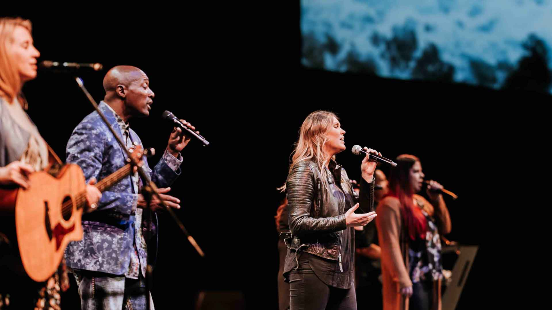 Mt Zion Ministries - People Singing